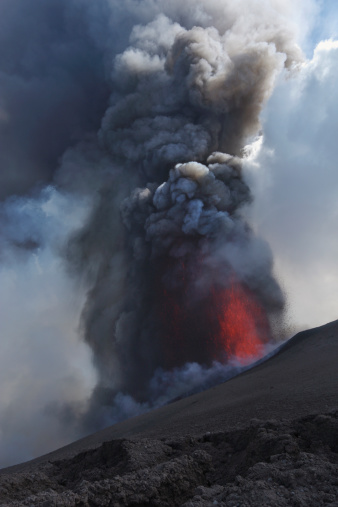 Lava「Italy, Sicily, View of lava erupting from Mount Etna」:スマホ壁紙(10)