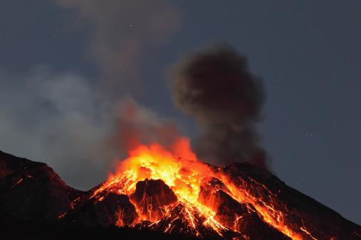 Active Volcano「Italy, Sicily, Lava flow from stromboli volcano」:スマホ壁紙(13)