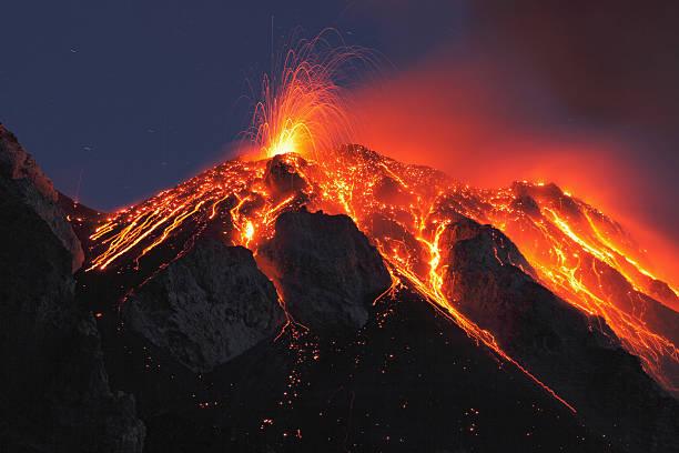 Italy, Sicily, Lava flow from stromboli volcano:スマホ壁紙(壁紙.com)