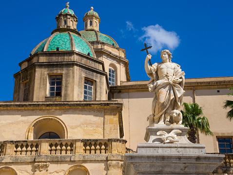 St Vitus's Cathedral「Italy, Sicily, Province of Trapani, Mazara del Vallo, Piazza della Repubblica, Cathedral del Santissimo Salvatore and statue of Saint Vitus」:スマホ壁紙(18)