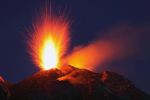 Active Volcano「Italy, Sicily, Stromboli volcano erupting」:スマホ壁紙(5)