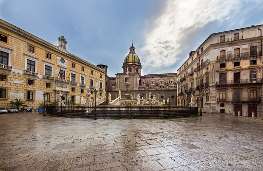 スクエア「Italy, Sicily, Province of Palermo, Palermo, Piazza Pretoria, Fountain Fontana della Vergogna and Church San Giuseppe dei Teatini in the background」:スマホ壁紙(17)