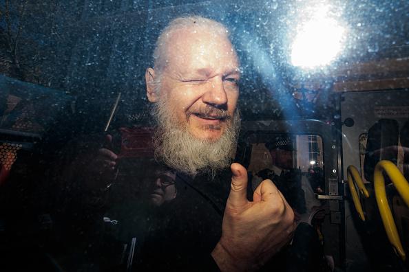 Gesturing「Julian Assange Appears At Westminster Magistrates Court」:写真・画像(7)[壁紙.com]