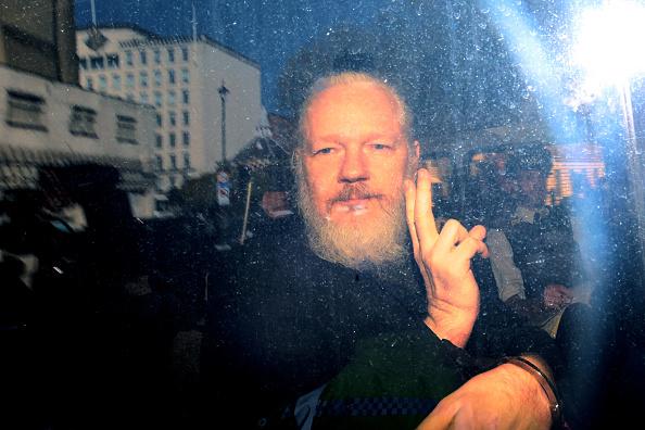 Gesturing「Julian Assange Appears At Westminster Magistrates Court」:写真・画像(16)[壁紙.com]