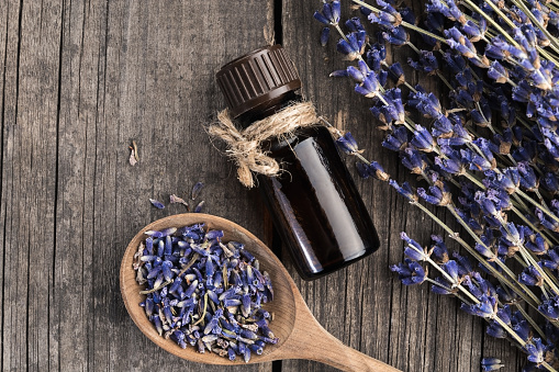 Aromatherapy Oil「Essential oil lavender dry on a wooden table, top view」:スマホ壁紙(17)