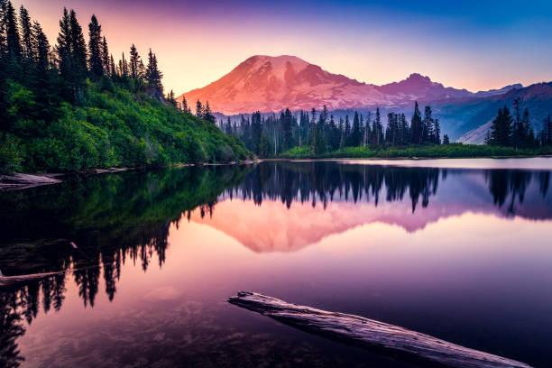 Mountain reflection in Bench Lake, Mt Rainier National Park, Washington, America, USA:スマホ壁紙(壁紙.com)