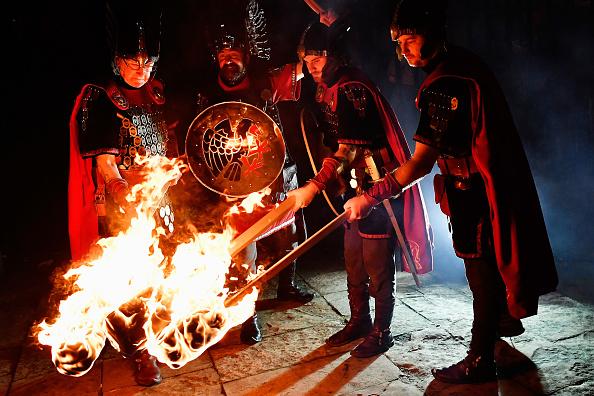 Hogmanay「A Torchlit Procession Kicks-off Edinburgh's Hogmanay Celebrations」:写真・画像(7)[壁紙.com]