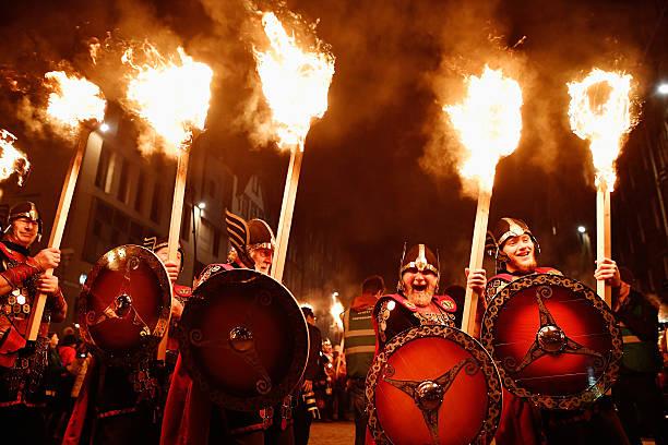 A Torchlit Procession Kicks-off Edinburgh's Hogmanay Celebrations:ニュース(壁紙.com)