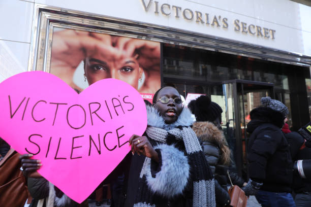 Activists Demonstrate Against Victoria's Secret Over Allegations Of Sexual Harassment By Top Executives:ニュース(壁紙.com)