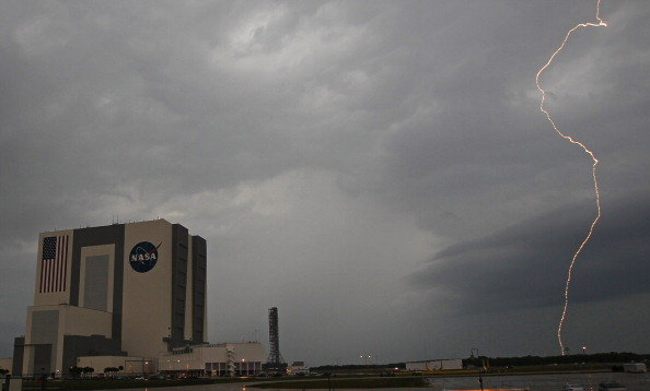 Vehicle Assembly Building「STS-134 Astronauts Speak To Media About Upcoming Shuttle Launch」:写真・画像(10)[壁紙.com]