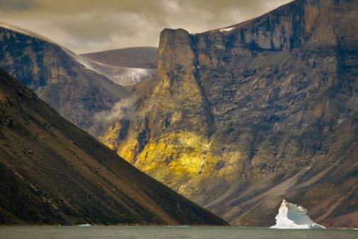 Baffin Island「Iceberg in Clyde Inlet, Baffin Island, Nunavut, Canada」:スマホ壁紙(10)