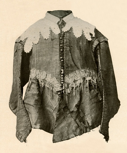 Metallic「Doublet Of Black Silk Trimmed With Points Of Galloon With Silver Aiglets」:写真・画像(17)[壁紙.com]