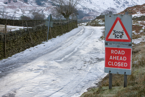 Tourist「Ice covered country lane in the Lake District, Cumbria, UK」:スマホ壁紙(8)