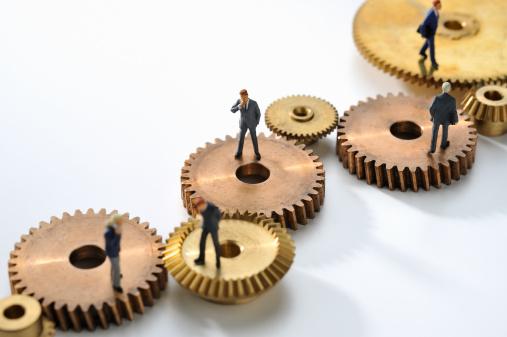 Figurine「Miniature businessmen linked by a gear」:スマホ壁紙(13)