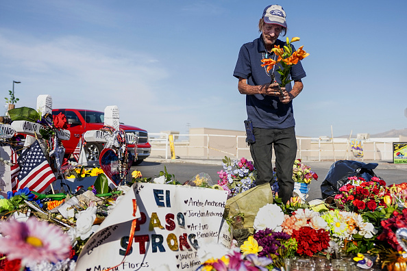 Mass Shooting「El Paso Mourns Victims Of Mass Shooting That Killed 22 And Wounded Dozens」:写真・画像(15)[壁紙.com]