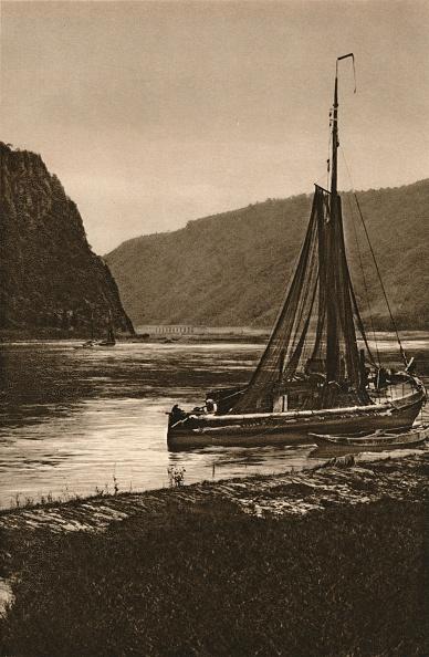 Water's Edge「Rhein. Near the Loreley, 1931」:写真・画像(11)[壁紙.com]