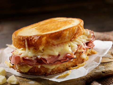 Toasted Food「Croque Monsieur, Grilled Cheese Sandwich with Black Forest Ham, Gruyere and Bechamel Sauce」:スマホ壁紙(10)