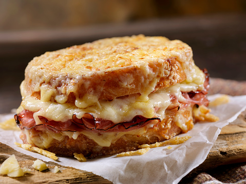 Hollandaise Sauce「Croque Monsieur, Grilled Cheese Sandwich with Black Forest Ham, Gruyere and Bechamel Sauce」:スマホ壁紙(17)