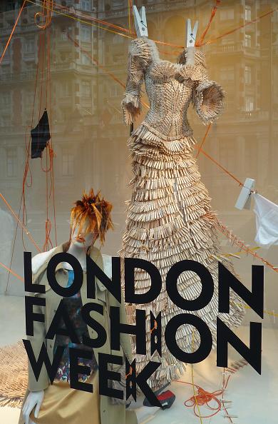 ロンドンファッションウィーク「Fashion Week Atmosphere - LFW Spring/Summer 2011」:写真・画像(0)[壁紙.com]