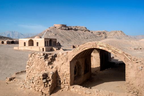Yazd「Ruins near The Towers of Silence」:スマホ壁紙(11)
