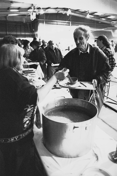 Steve Eason「Crisis At Christmas Shelter」:写真・画像(13)[壁紙.com]