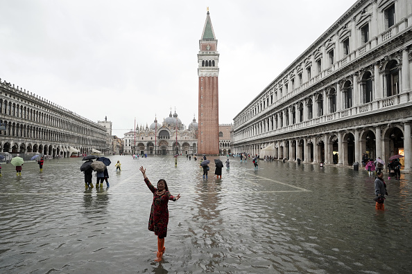 Venice - Italy「Flooded Venice Faces Another Tidal Surge」:写真・画像(14)[壁紙.com]