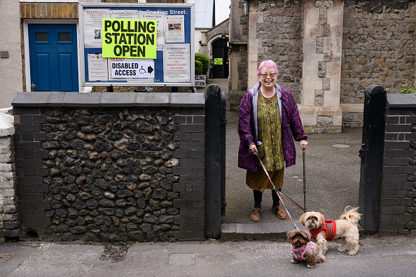 Positioning「British Voters Go To The Polls In Local Elections」:写真・画像(15)[壁紙.com]