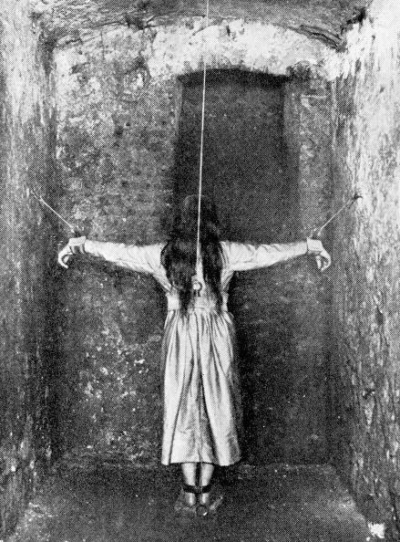 女「Forced Standing」:写真・画像(8)[壁紙.com]