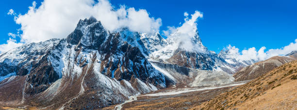 Dramatic mountain peaks panorama Cholatse Tawoche Everest trail Himalayas Nepal:スマホ壁紙(壁紙.com)