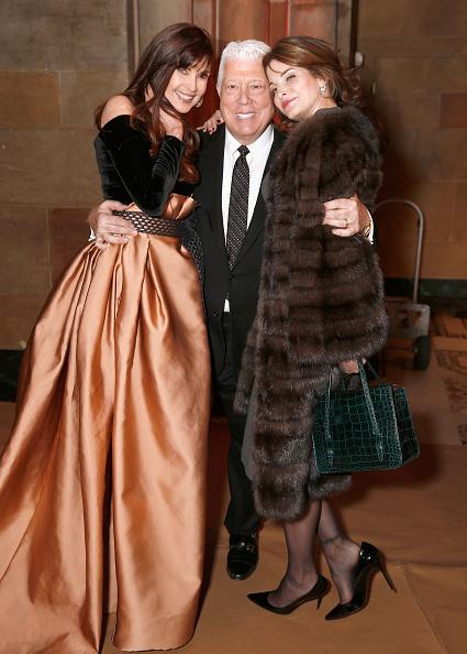 ミッドタウンマンハッタン「Dennis Basso - Backstage - February 2019 - New York Fashion Week」:写真・画像(19)[壁紙.com]