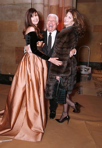 ミッドタウンマンハッタン「Dennis Basso - Backstage - February 2019 - New York Fashion Week」:写真・画像(17)[壁紙.com]
