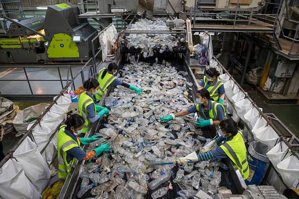 Plastic「Thailand On Plastic Consumption and Pollution」:写真・画像(15)[壁紙.com]