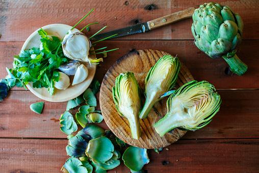 Garlic Clove「Sliced artichoke, parsley and garlic on wood」:スマホ壁紙(16)