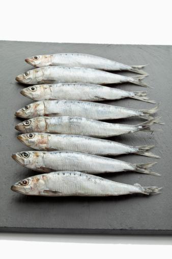 Sardine「Sardines on chopping board」:スマホ壁紙(19)