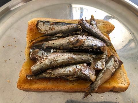 Toasted Food「Sardines on a grilled toast.」:スマホ壁紙(14)