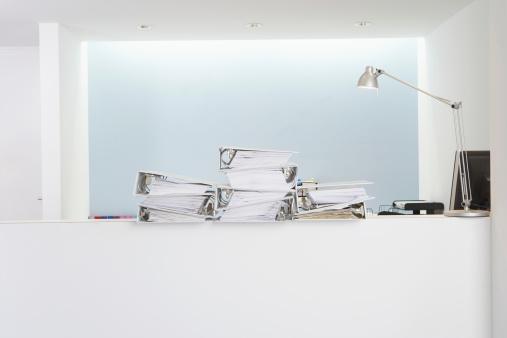 Santa Monica「Stacks of large binders atop counter in reception area」:スマホ壁紙(18)