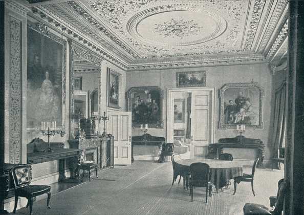 Dining Room「'The Queen's Dining Room at Osborne House', c1899, (1901)」:写真・画像(16)[壁紙.com]