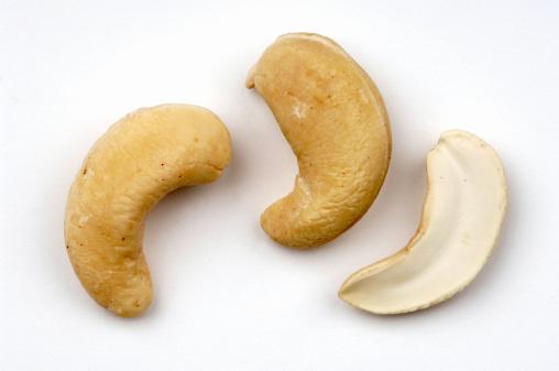 Nut - Food「Three cashew nuts」:スマホ壁紙(3)