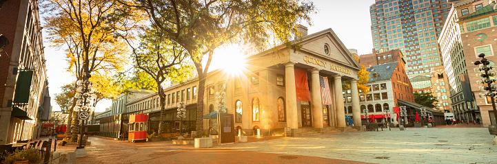 秋「クインシー・マーケット・パノラマ、米国ボストンのフリーダム・トレイルに沿って」:スマホ壁紙(3)