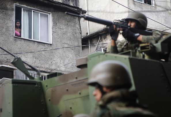������「Army Troops Called In To Rio's Rocinha Favela To Quell Violence」:写真・画像(12)[壁紙.com]