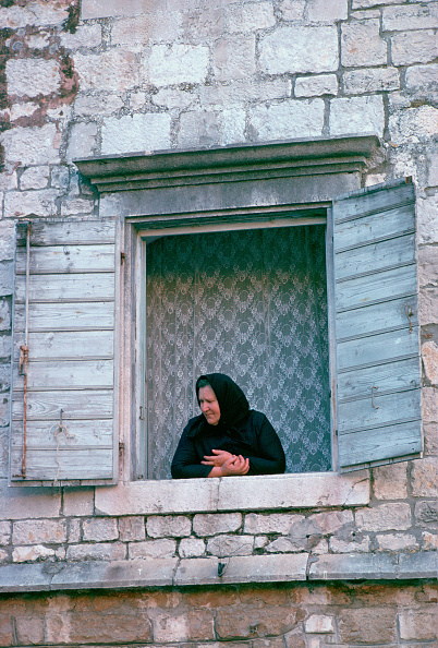 Leaning「Woman at Window, Kotor, Montenegro」:写真・画像(16)[壁紙.com]
