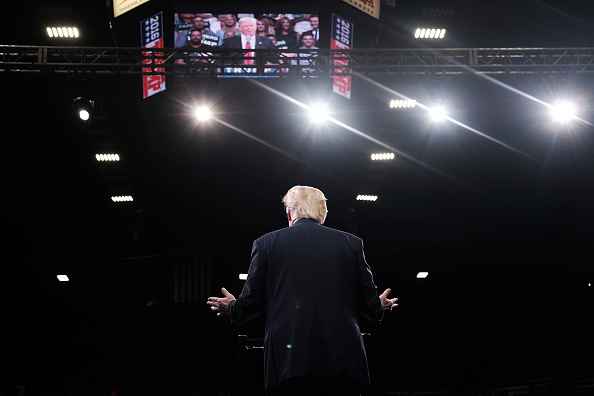 後ろ姿「Donald Trump Campaigns In California Ahead Of State Primary」:写真・画像(6)[壁紙.com]