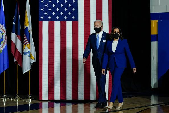 政治と行政「Joe Biden and Running Mate Kamala Harris Deliver Remarks In Delaware」:写真・画像(2)[壁紙.com]