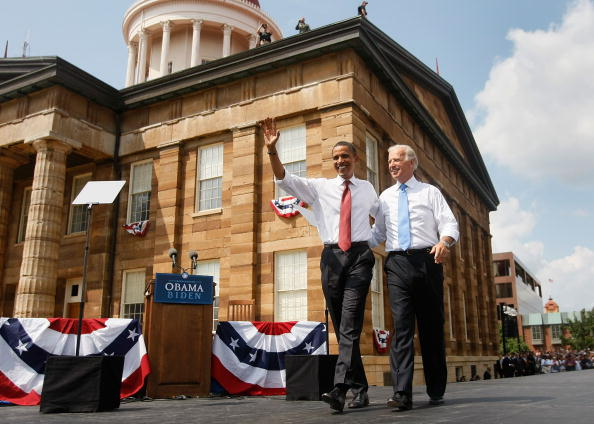 Vice President「Obama Launches DNC Campaign Tour At Illinois State Capitol」:写真・画像(1)[壁紙.com]
