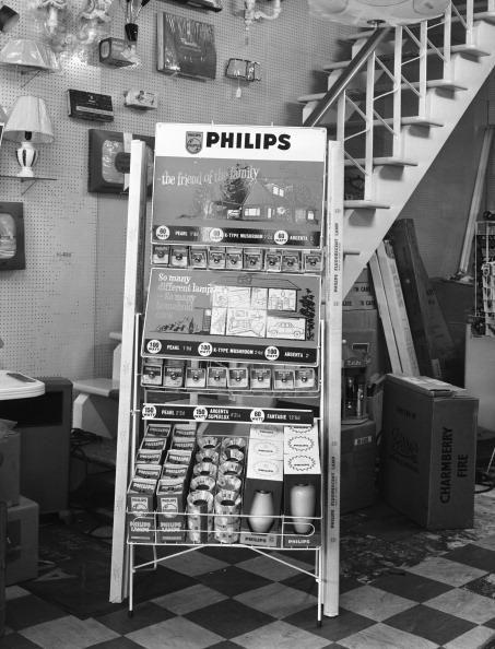 Light Bulb「Philips point of sale stand for light bulbs, 1962. Artist: Michael Walters」:写真・画像(5)[壁紙.com]