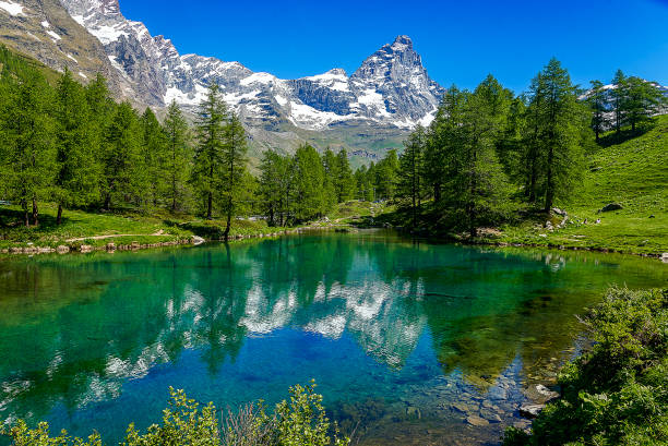The Blue Lake and the Matterhorn, Val dAosta, Italy:スマホ壁紙(壁紙.com)
