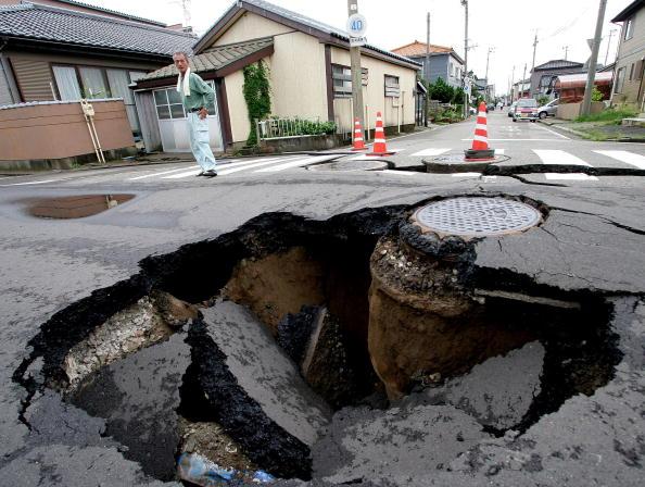 Material「Strong Earthquake Hits Northern Japan」:写真・画像(15)[壁紙.com]