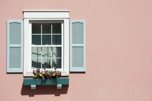 Sash Window「Window with pink background and windowbox.」:スマホ壁紙(13)