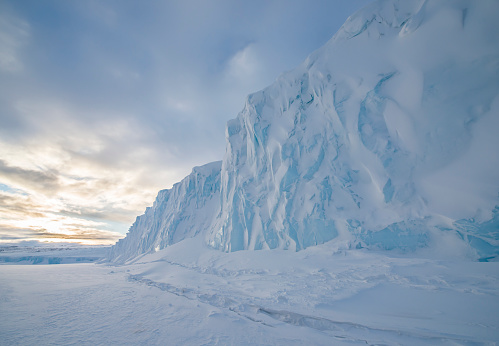 Antarctic Ocean「The Barne Glacier on Ross Island in the McMurdo Sound region of the Ross Sea, Antarctica.」:スマホ壁紙(15)