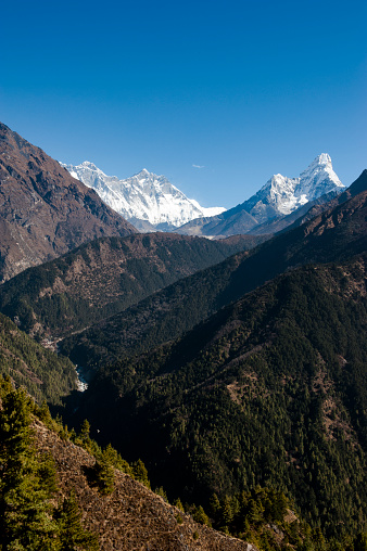 Ama Dablam「A mountain scene with Mount Everest and Ama Dablam Mountains」:スマホ壁紙(8)